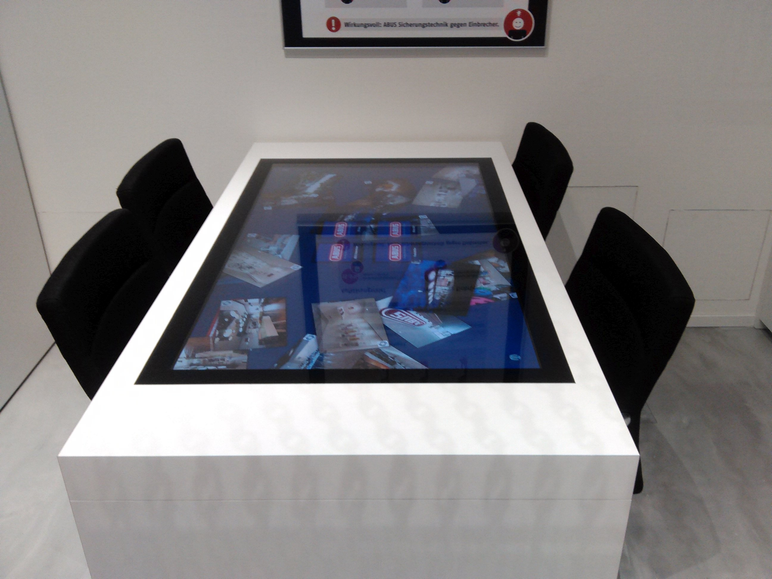 solutions interactive displays gmbh grossformatige touchl sungen. Black Bedroom Furniture Sets. Home Design Ideas